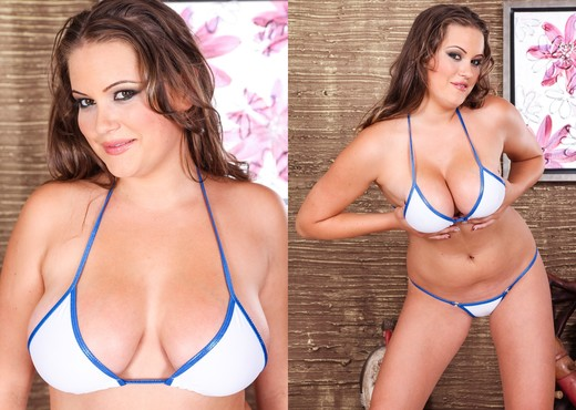 Cindy La Fleur - Big And Real #04 - Boobs Picture Gallery