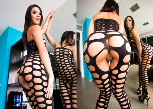 Carolina Abril - Big Dick Brother - Solo TGP