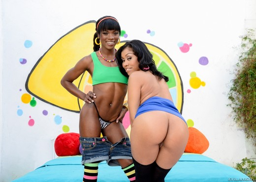 Yasmine de Leon, Ana Foxxx - Black Anal Addiction #02 - Ebony HD Gallery