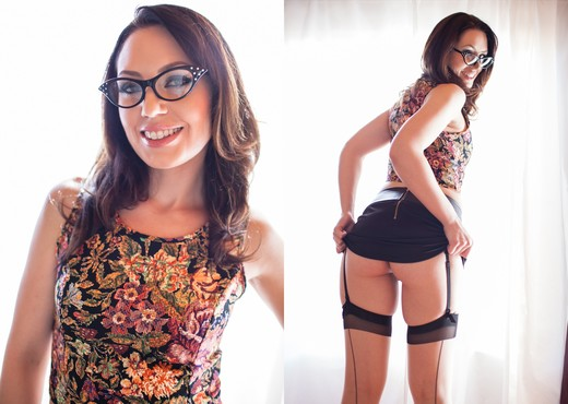 Sarah Shevon - Manhandled #05 - Solo Sexy Photo Gallery