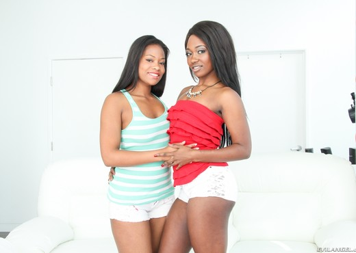 Monique Symone, Skyler Nicole - Sloppy Cocksuckers #02 - Ebony Hot Gallery