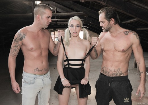 Liz Rainbow, Potro De Bilbao - Nacho's Fucking Warehouse - Hardcore Hot Gallery