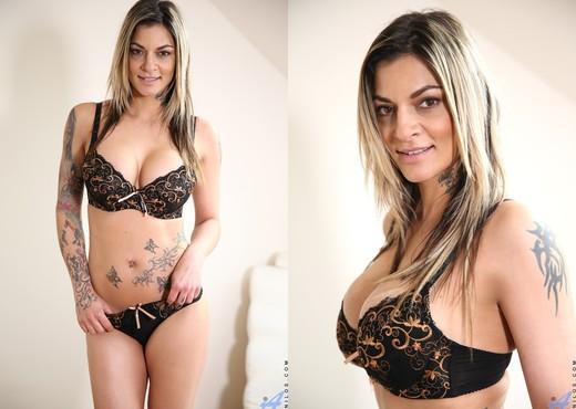 Klarisa Leone - Mature Pussy Pleasure - MILF Nude Gallery