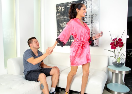 Chloe Amour - Would She Do This? - Fantasy Massage - Hardcore Picture Gallery