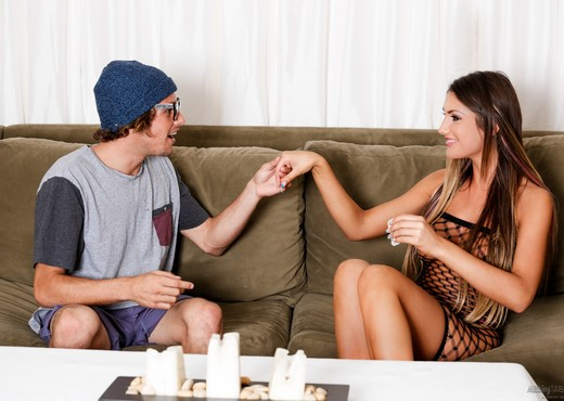 August Ames - Geeky Gamer - Fantasy Massage - Hardcore Nude Gallery