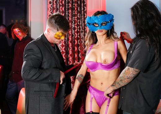 Nadia Styles, Big Chief 1/4 Black - Masquerading Nympho - Hardcore Sexy Gallery