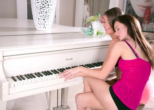 Jayden Woods, Jenna Lohan - Dear Diary - Girlsway - Lesbian TGP