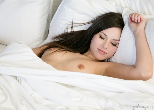 Shyla Jennings, Sasha Heart - Sharing The Bed : Part One - Lesbian Hot Gallery