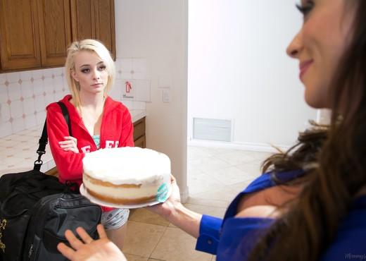 Ariella Ferrera, Maddy Rose - Pie Day - Girlsway - Lesbian TGP