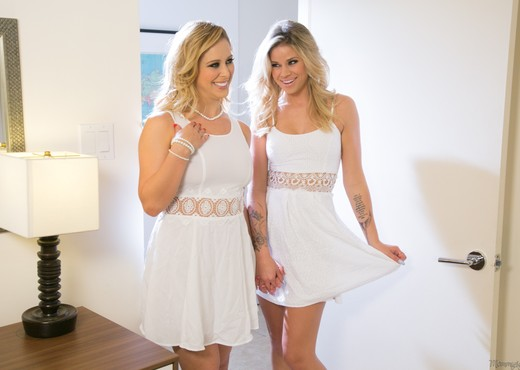 Cherie DeVille, Jessa Rhodes - The Runaway: Part Two - Lesbian Image Gallery