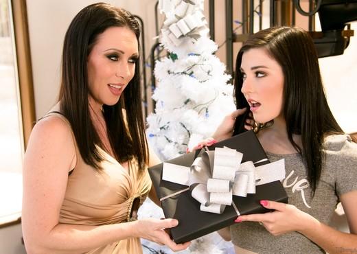 Jenna Reid, RayVeness - My Christmas Wish: Part Two - Lesbian HD Gallery