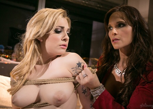Syren De Mer, Dahlia Sky - Vegas Sins: Part Two - Girlsway - Lesbian Sexy Gallery
