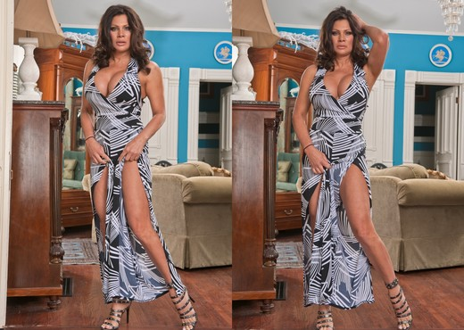 Teri Weigel - The Cougar Club #04 - MILF TGP