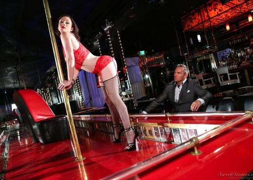 Jennifer White - The Stripper - Hardcore Hot Gallery