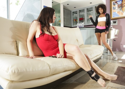 Misty Stone, Sovereign Syre - Lesbian Beauties #12 - Lesbian Picture Gallery