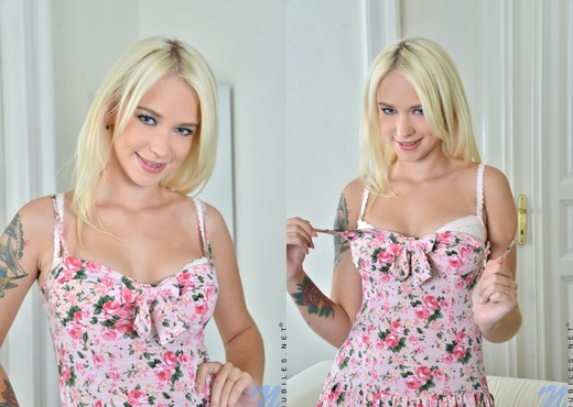 Arteya - blonde teen nipple squeeze - Teen Image Gallery
