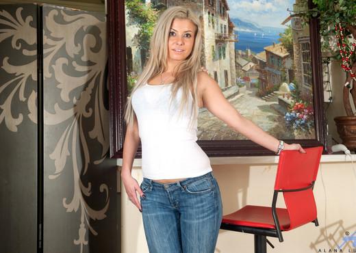 Alana Luv - Mature Vibe - Anilos - MILF Porn Gallery