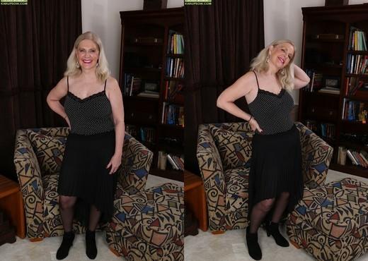 Judy Belkins - older woman showing her pussy - MILF TGP
