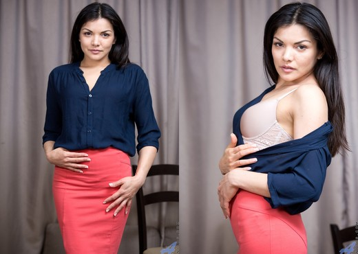 Isha - Brunette Beauty - Anilos - MILF Hot Gallery