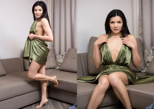 Isha - Real Orgasm - Anilos - MILF Sexy Photo Gallery