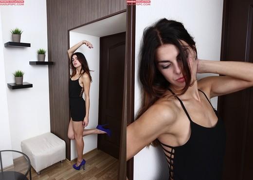 Elina Bradley sexy photoshoot - Solo Porn Gallery
