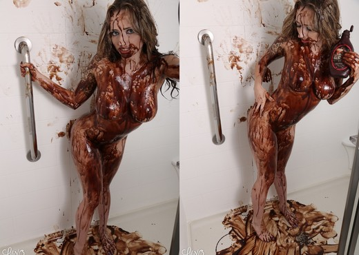 Lily covers her sexy body with chocolate - Solo Sexy Photo Gallery