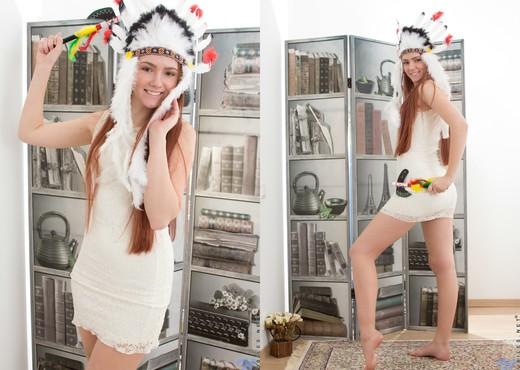 Foxy - amerindian pussy spread - Teen TGP