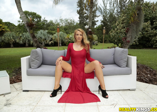 Shauna Skye - Lady In Red - Monster Curves - Hardcore Image Gallery