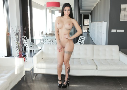 Susy Gala - Stylish Spaniard's Oily Workout - Evil Angel - Solo TGP