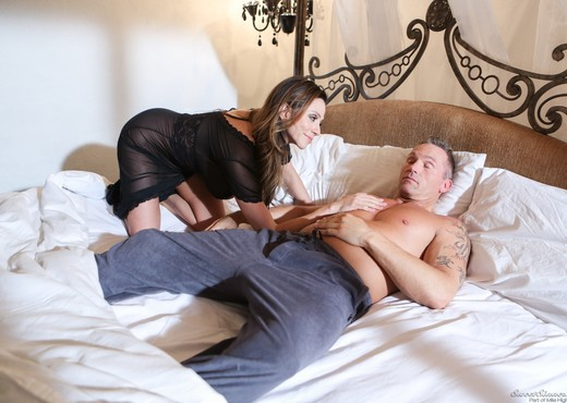 Ariella Ferrera - Mom And Dad Settle Their Daughters Dispute - MILF Picture Gallery