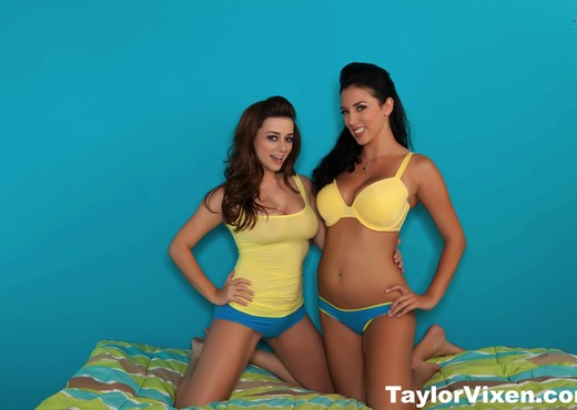 Taylor Vixen Decides To Play With Jelena Jensen - Lesbian Sexy Photo Gallery