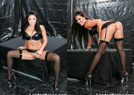 Nacho and Toni totally violate sexy London Keyes - Hardcore Picture Gallery