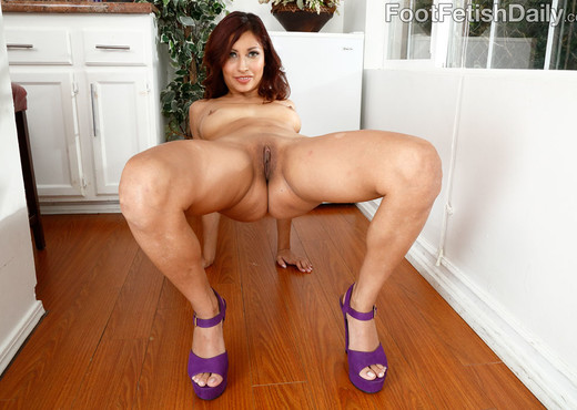 Jade Jantzen Hot and Horny and Wants Her Feet Worshipped - Hardcore Nude Pics