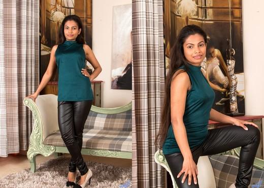 Alishaa Mae - Shyly Sweet - Anilos - Ebony Porn Gallery