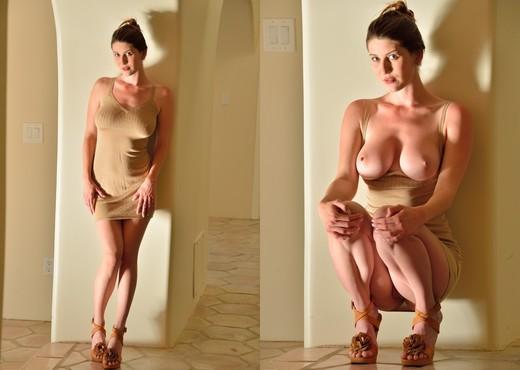 Amber - Modeling Big Ten - FTV Girls - Toys Nude Pics