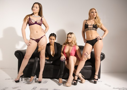 3 Lesbians Isn't a Crowd! - Lesbian Picture Gallery