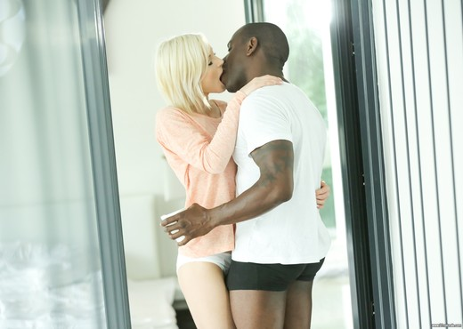 Zazie - Morning Kiss - 21Naturals - Interracial Nude Pics