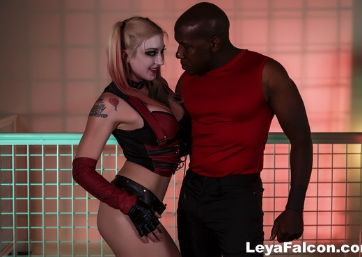 Cos Playing Leya takes Mandingo's BBC up her ass - Interracial Nude Pics