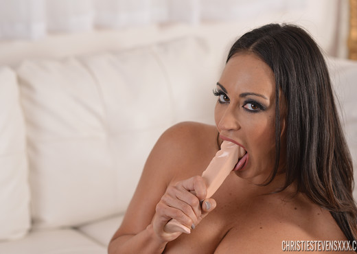 Claudia Valentine in Need To Be Touched - Toys TGP
