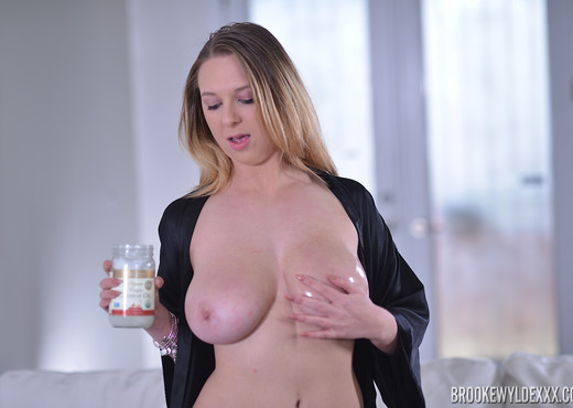 Brooke Wylde in Big Tit Goddess - Boobs Picture Gallery