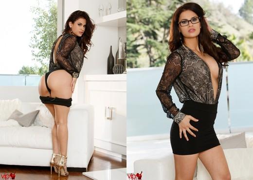 Vanessa Veracruz - Sexy Secretary - Solo Nude Pics