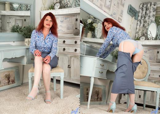 Cee Cee - Naughty Grandma - MILF Image Gallery