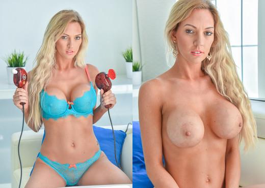 Janelle - Sexy Soaking - FTV Milfs - MILF Porn Gallery