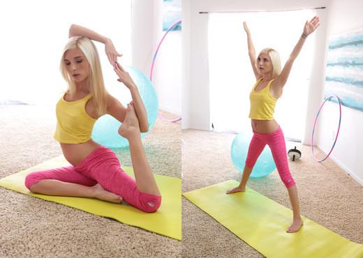 Piper Perri - Sexy Moves - Petite HD Porn - Hardcore Image Gallery