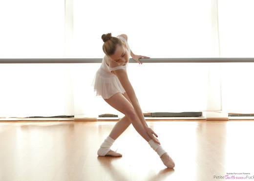 Jessi - Tiny Ballet Beauty - Petite Ballerinas Fucked - Hardcore TGP