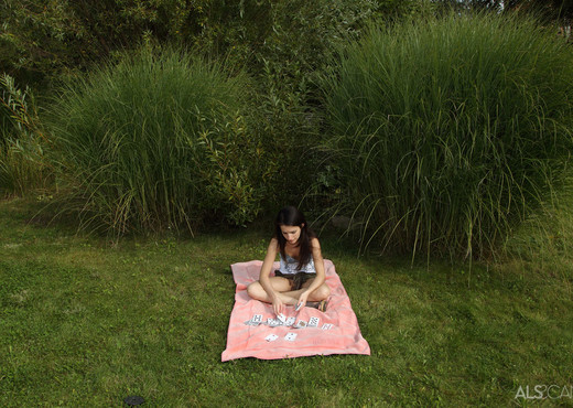 Ann Marie La Sante - Hidden Away - ALS Scan - Solo Nude Gallery