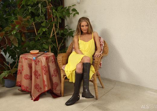 Cayenne Klein - Baton Twirler - ALS Scan - Solo Hot Gallery