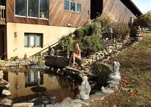 Sara Jaymes - Backyard Angler - ALS Scan - Solo Nude Pics