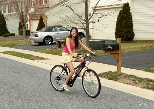 Shyla Jennings - Pro Cyclist - ALS Scan - Fisting TGP