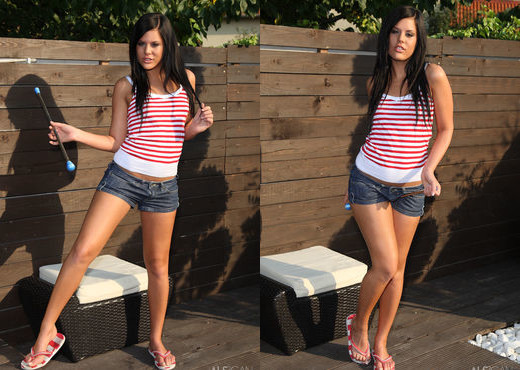 Madison Parker - Back Yard Play - ALS Scan - Solo Sexy Gallery
